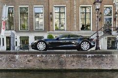 在阿姆斯特丹停放的特斯拉电车荷兰 免版税库存图片
