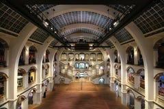 在阿姆斯特丹博物馆弯曲的建筑学的Tropenmuseum 免版税库存图片
