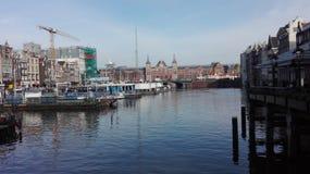 在阿姆斯特丹运河上 免版税库存照片