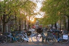 在阿姆斯特丹运河的日落  免版税库存照片