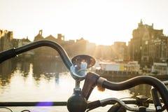 在阿姆斯特丹骑自行车太阳 库存照片