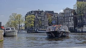 在阿姆斯特丹,荷兰的小船运河 免版税库存图片