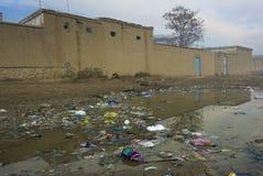 在阿富汗街道的废物 库存图片