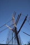 在阿尔伯特船坞的地平线是船坞大厦和仓库复合体在利物浦,英国 库存图片