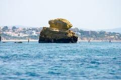 在阿尔加威的美好的岩层沿岸航行,葡萄牙 库存照片