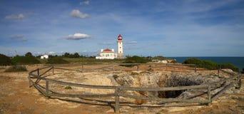 在阿尔加威的Carvoeiro灯塔 库存照片