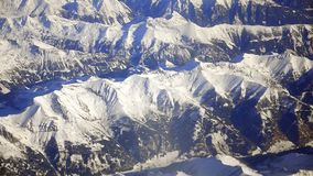 在阿尔卑斯上的平面飞行 股票视频