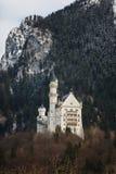 在阿尔卑斯山的新天鹅堡城堡 库存图片