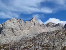 在阿尔卑斯山的秋天风景, Marmarole,岩石峰顶 免版税库存照片