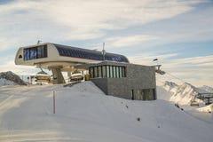 在阿尔卑斯山的空中览绳 奥地利, Ischgl 免版税图库摄影