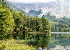 在阿尔卑斯山的美好的秋天 免版税库存照片