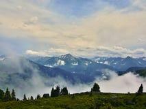在阿尔卑斯的奥地利阿尔卑斯外型从Zillertaler路 免版税库存图片