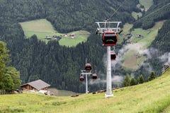 在阿尔卑斯的空中览绳 库存照片