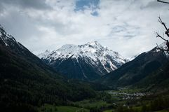在阿尔卑斯风景的雪 库存图片