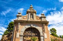 在阿尔坎塔拉桥梁的门在托莱多,西班牙 免版税库存图片
