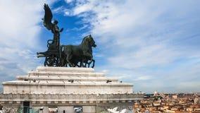 在阿尔塔雷della Patria顶部的四马二轮战车在罗马 库存图片
