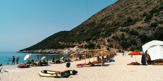 在阿尔巴尼亚海滩的GJIPE海滩 库存照片