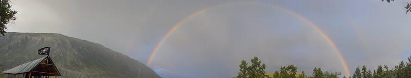 在阿尔泰山的彩虹 免版税库存照片