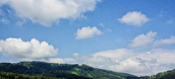 在阿尔泰的天空的云彩 免版税库存图片