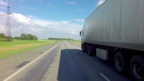 在阿尔泰边疆区路线的卡车  影视素材