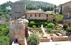 在阿尔罕布拉宫里面的庭院在格拉纳达在安大路西亚(西班牙) 免版税库存图片