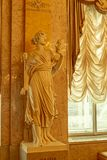 在阿尔贝蒂娜博物馆博物馆的宫殿部分的剧院面具 免版税库存图片