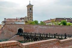 在阿尔巴尤利亚,特兰西瓦尼亚,罗马尼亚中世纪堡垒的看法  免版税库存图片