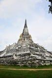 在阿尤特拉利夫雷斯泰国Wat Phu Khao皮带的Chedi PhukhaoThong  图库摄影