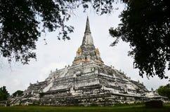 在阿尤特拉利夫雷斯泰国Wat Phu Khao皮带的Chedi PhukhaoThong  免版税库存图片