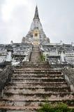 在阿尤特拉利夫雷斯泰国Wat Phu Khao皮带的Chedi PhukhaoThong  免版税库存照片