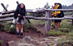 在阿巴拉契亚足迹的夫妇 库存图片