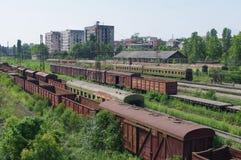 在阿布哈兹的铁路轨道的老汽车 免版税库存图片