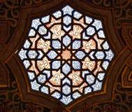 在阿拉伯室的彩色玻璃 库存照片