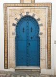 在阿拉伯样式的五颜六色的门,西迪布赛义德市 免版税库存图片