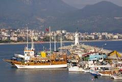 在阿拉尼亚,土耳其港的小船  库存照片