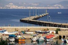 在阿拉尼亚,土耳其港的小船  免版税库存照片