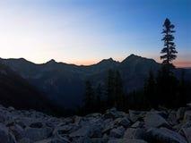 在阿拉斯加山的日出 库存照片