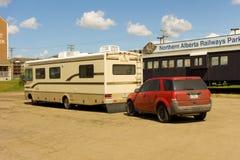 在阿拉斯加高速公路的开始一motorhome 免版税库存图片