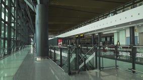 在阿斯塔纳国际机场的等候室库存英尺长度录影 影视素材