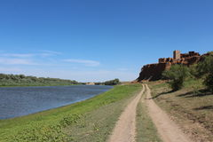 在阿斯特拉罕干草原的一座老城堡 免版税库存照片