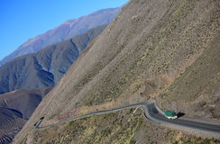 在阿根廷的北部的山路 免版税图库摄影