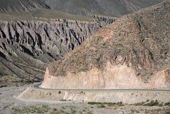 在阿根廷的北部的山路 库存照片
