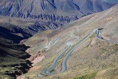 在阿根廷的北部的山路 免版税库存图片