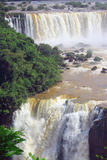 在阿根廷的边界的伊瓜苏瀑布和 库存图片