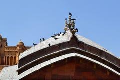 在阿梅尔堡垒斋浦尔拉贾斯坦印度入口的圆顶  免版税库存照片
