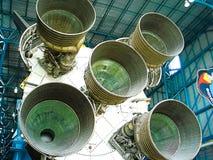 在阿波罗土星5号中心显示的土星5号火箭发动机 库存图片