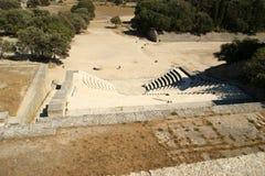 在阿波罗寺庙附近的小剧院在罗得岛上城  免版税库存图片