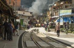 在阿瓜calientes,秘鲁的火车轨道 库存照片