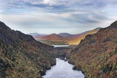 在阿第伦达克山脉降低Ausable湖在秋天 库存照片
