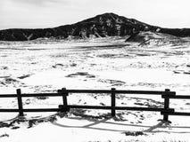 在阿苏山(kusasenri)的雪 免版税库存照片